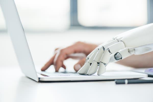 Laptop met Robothand